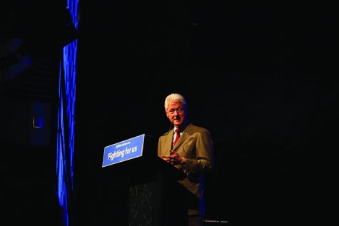 Bill Clinton comes campaigning for Hillary Clinton in Sioux Falls