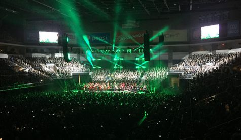 Wood electrifies Sioux Falls middle schools at Electrify Your Symphony concert
