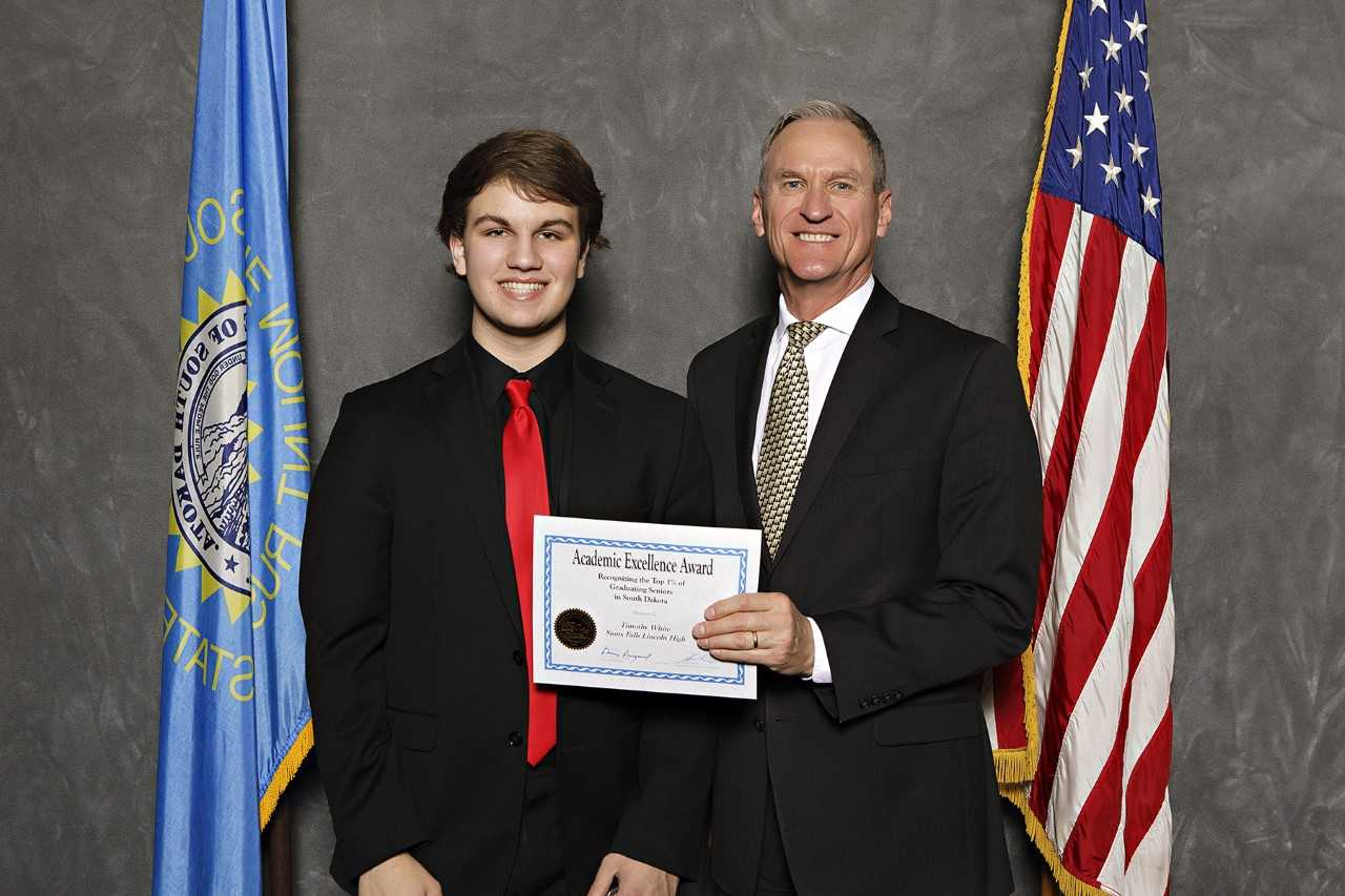 TIm White recieves his academic excellence award from Governor Dennis Daugaard.