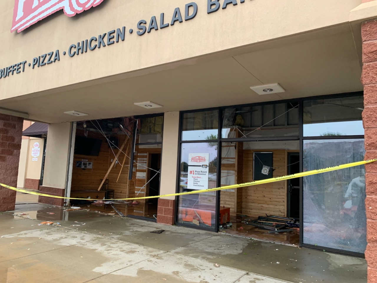 Pizza+Ranch+is+missing+part+of+their+roof+after+Tuesday+night%27s+tornado+and+suffered+damage+on+the+inside+as+well.