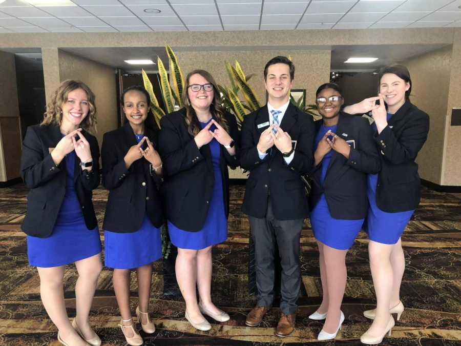 Central+Region+Vice+President+Dalton+Green+%28pictured+3rd+from+right%29+was+also+in+attendance+at+the+South+Dakota+State+Conference.+%0APictured+left+to+right%3A+Avery+Dooley%2C+Haroni+Sahilu%2C+Genna+Sheriff%2C+Dalton+Green%2C+Teranysha+Sutton%2C+Abbie+DeKramer.