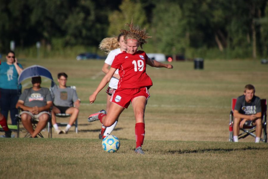 Mali Van Meeteren advances the ball to a teammate during a game against the Bobcats.