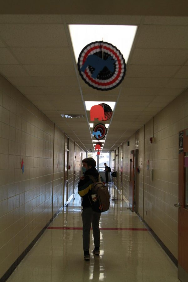 The+upper+E+wing+hallways+were+decorated+with+red%2C+white+and+blue+to+celebrate+Election+Day%2C+Nov.+3%2C+2020.