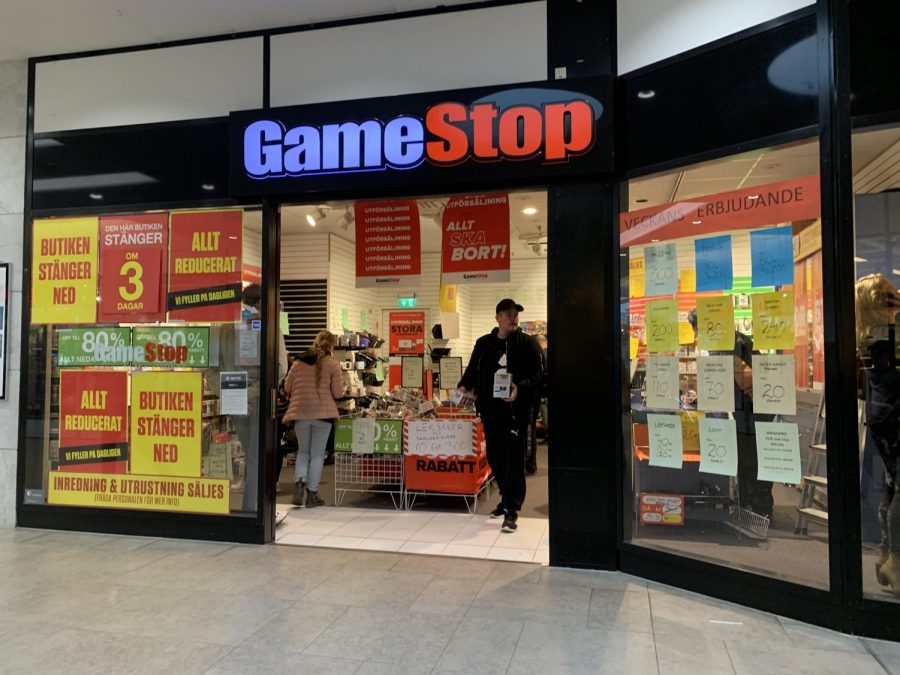 The+GameStop+stock+grew+exponentially+after+a+Reddit+group+decided+to+ruin+investors%27+short+sales.