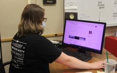 LHS speech teacher Katie Kroeze logged on to DL2: the course interface that students will use throughout the semester in dual enrollment speech.