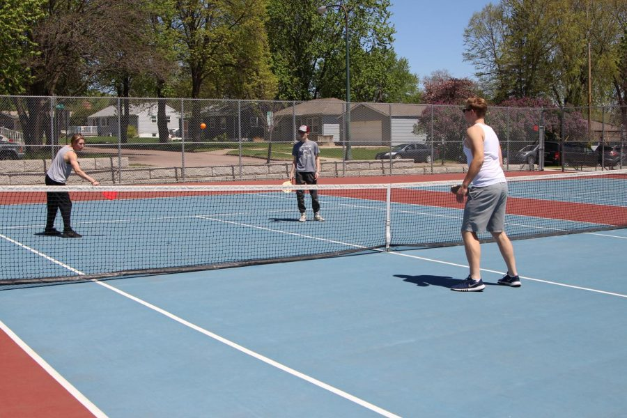 Everyday%2C+Sioux+Falls+Area+Pickleball+hosts+pickleball+at+a+variety+of+parks.+For+more+information%2C+follow+the+link+below.+https%3A%2F%2Fsfapickleball.com%2F